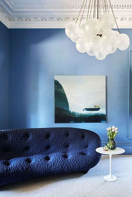 ruang tamu warna navy