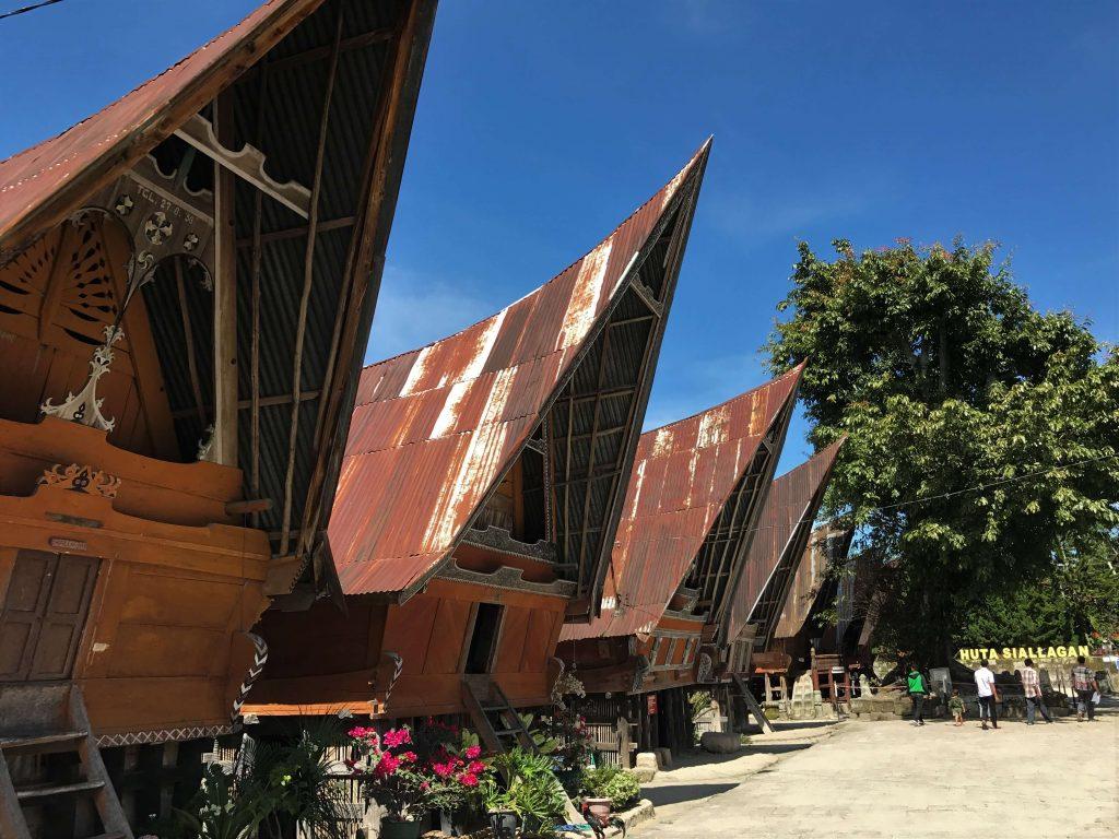 atap rumah bolon sumatera utara