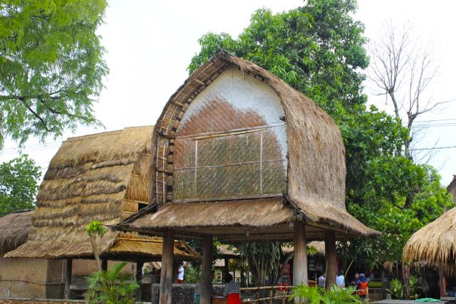 bale lumbung rumah adat NTB