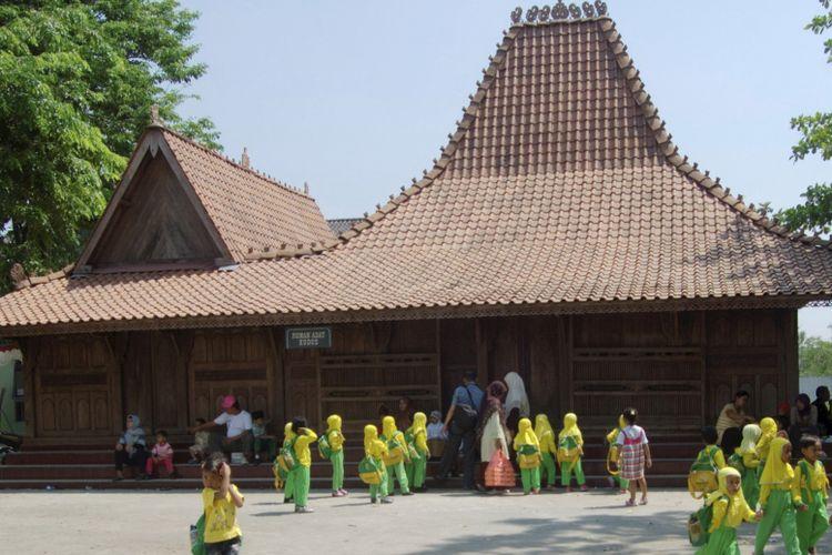 atap rumah pencu kudus