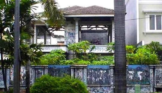 rumah angker di Indonesia
