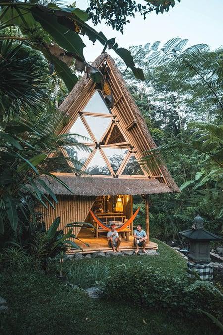 rumah bambu atap segitiga