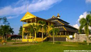 rumah istana