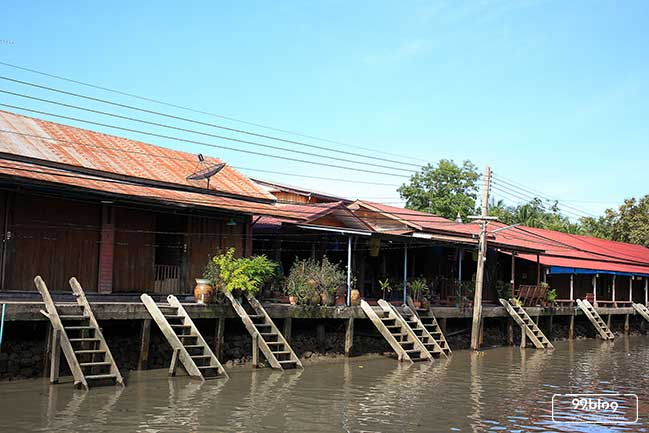rumah pinggir sungai