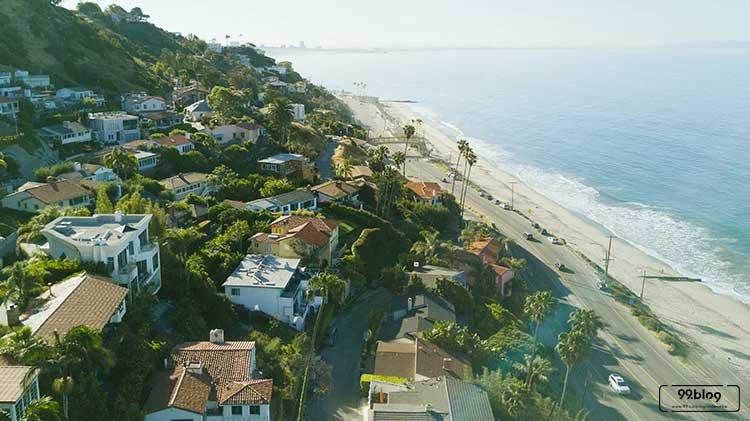 rumah dipinggir pantai