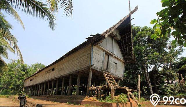 rumah tradisional suku dayak kalimantan