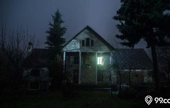 rumah terbengkalai