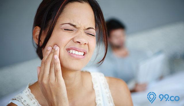 3 Trik Pijat Sakit Gigi yang Mudah Dipraktikkan. Nyeri Hilang Dalam 1 Menit!