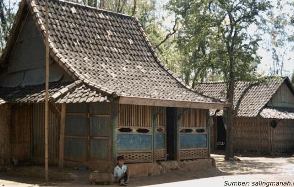 rumah adat suku Madura tanean lanjhang