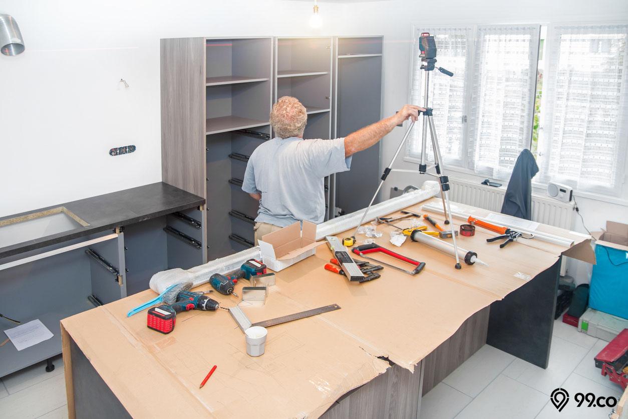 cara memasang kitchen set di dinding