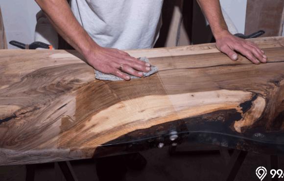 meja kayu unik epoksi
