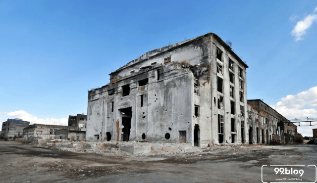 foto bangunan terbengkalai