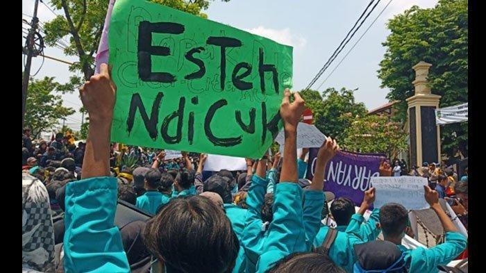 spanduk lucu aksi mahasiswa