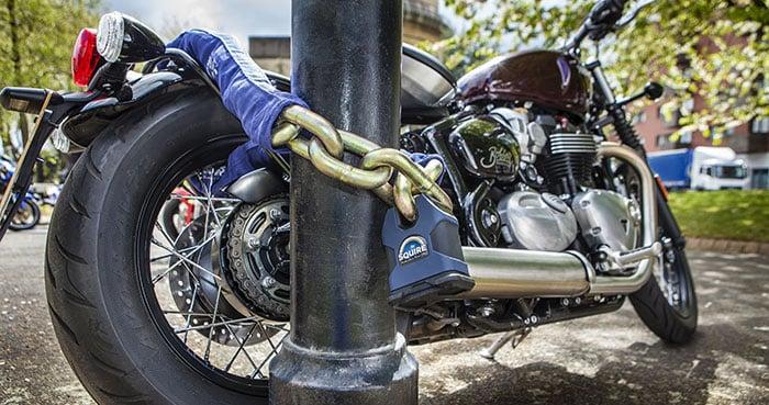 cara mengamankan motor di rumah