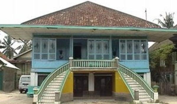 7 Jenis Rumah Adat Sumatera Selatan Disertai Gambar Perbedaannya