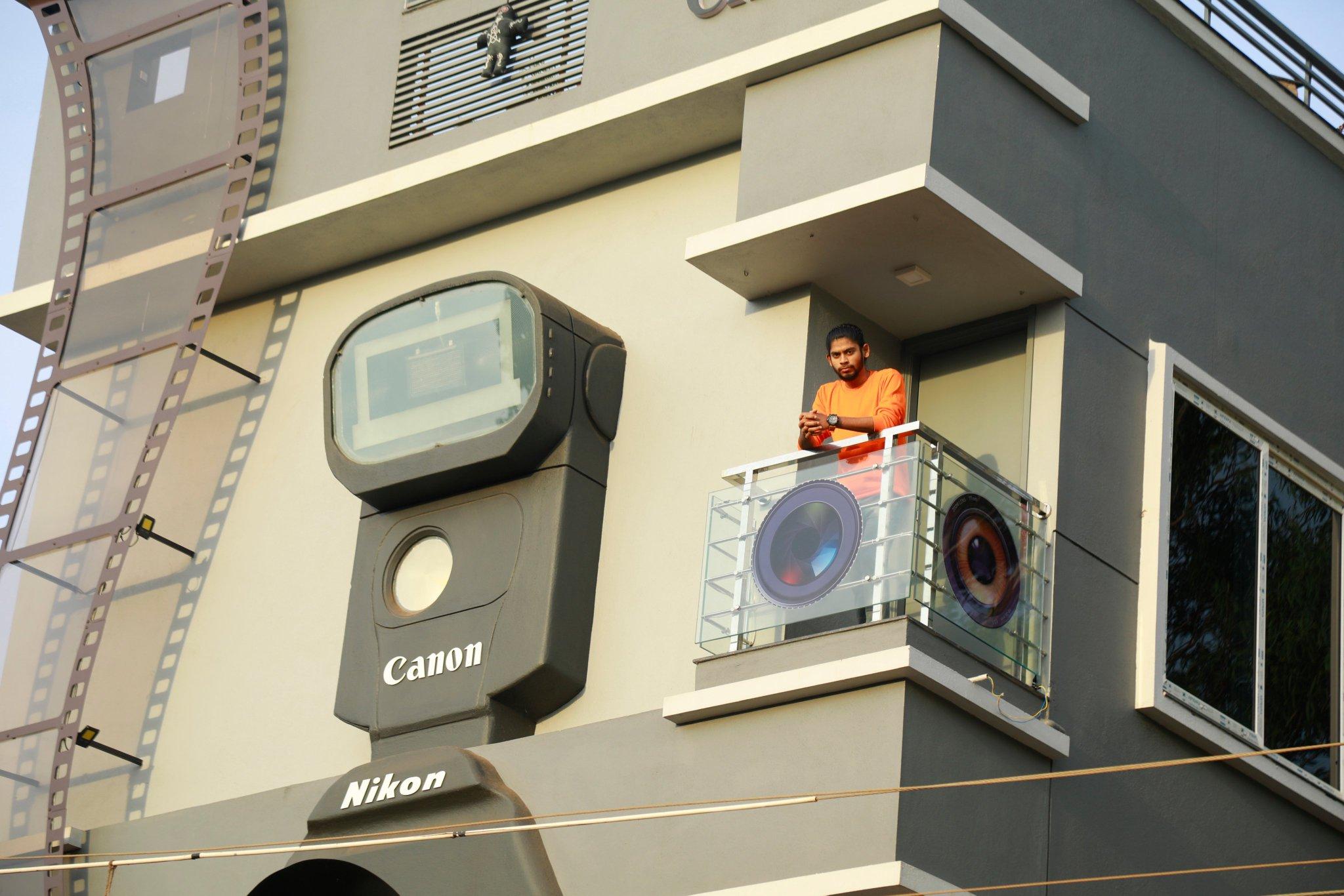 rumah berbentuk kamera di india