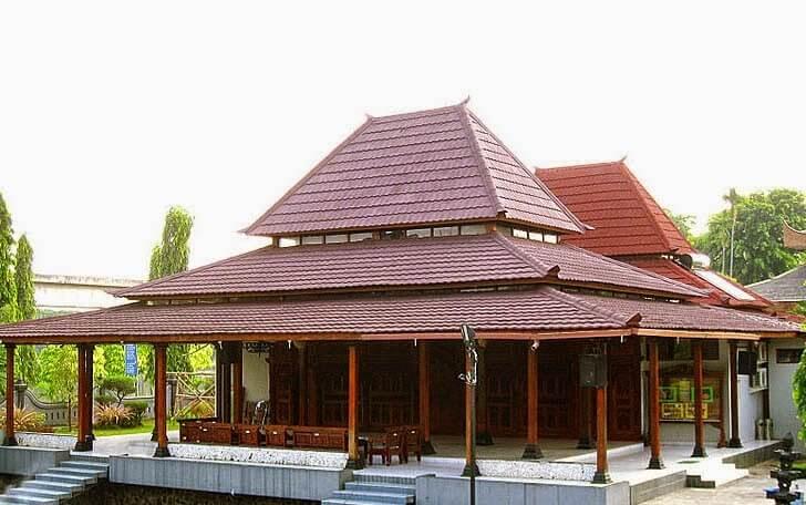 rumah tradisional Limasan Lambang Sari