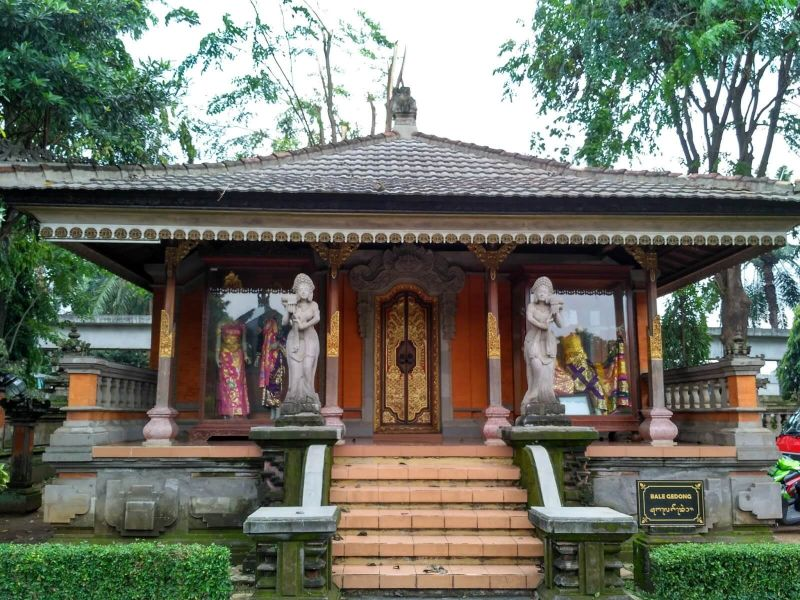Rumah Adat Gapura Candi Bentar Berasal Dari Daerah Gapura Candi Bentar Rumah Adat Bali Yang Memikat