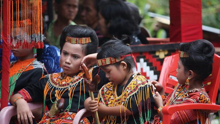 tradisi rumah adat