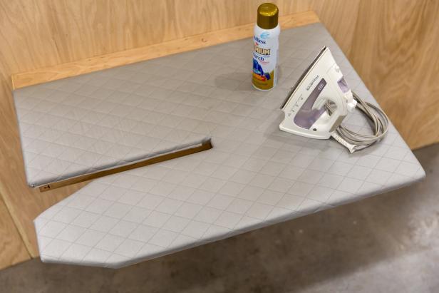 meja setrika siap digunakan