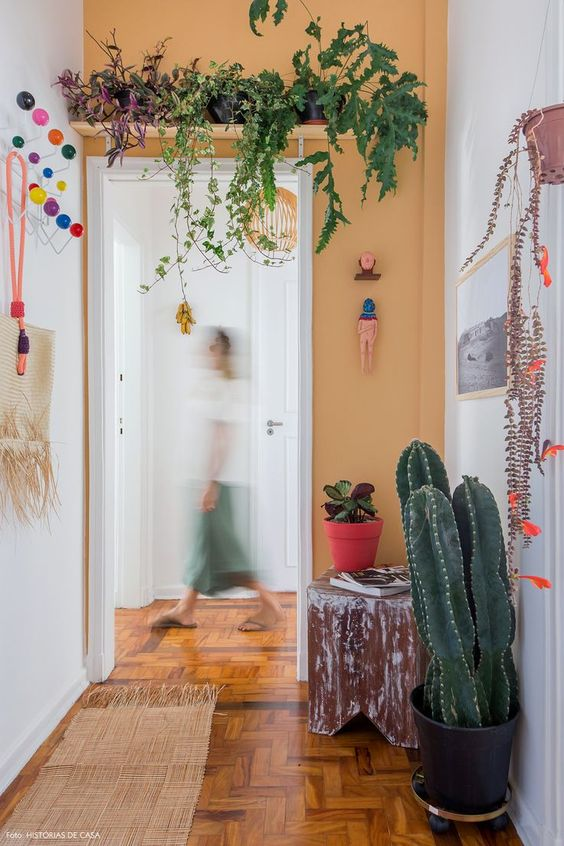 hiasi koridor dengan aneka warna
