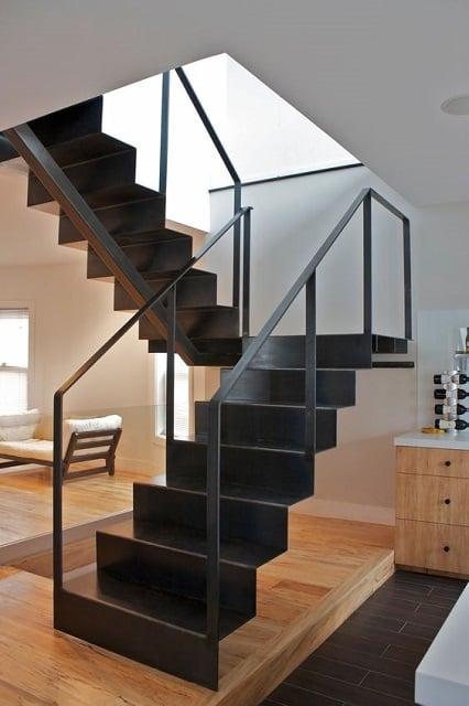 tangga besi bentuk u