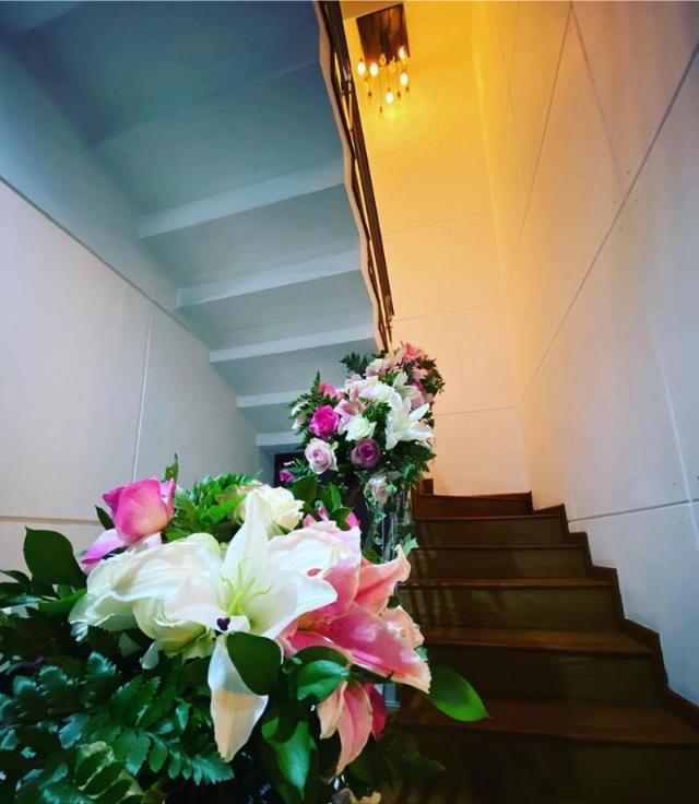 tangga rumah feni rose yang elegan