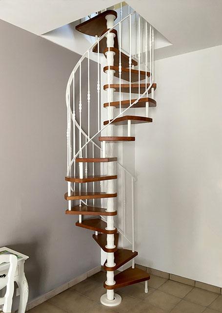 desain tangga rumah sempit berbentuk spiral