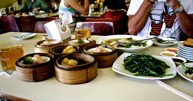 aturan makan thailand