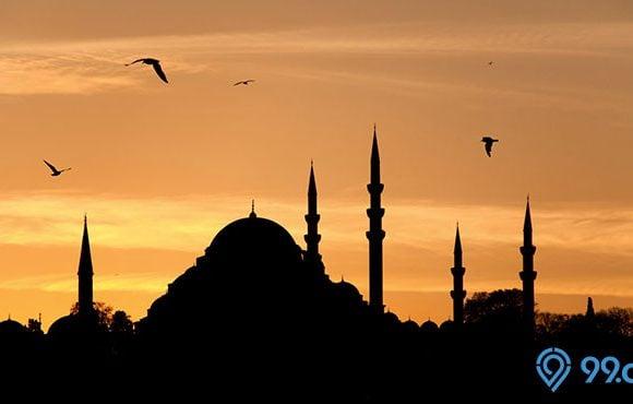 masjid saat magrib