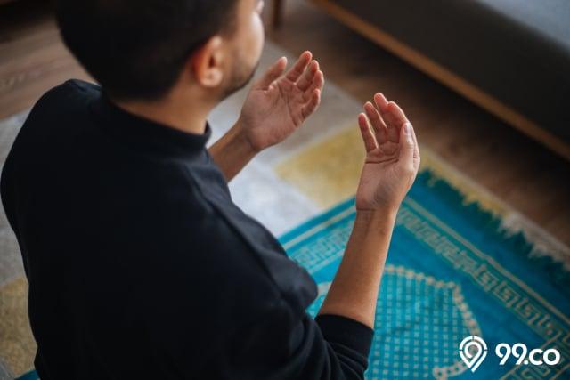 membaca doa