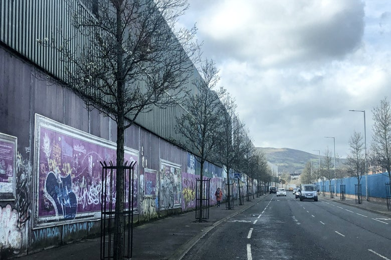 tembok perdamaian belfast