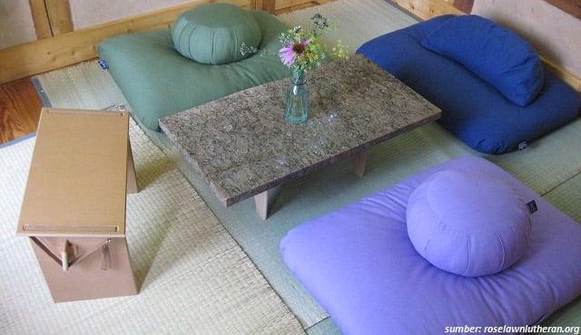 7 Desain Tempat Duduk Lesehan di Rumah. Santai & Nyaman!