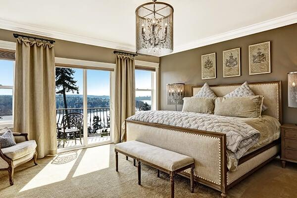 pilih tempat tidur ala kamar hotel mewah