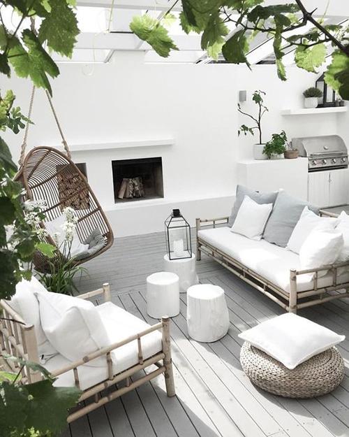 teras rumah warna putih