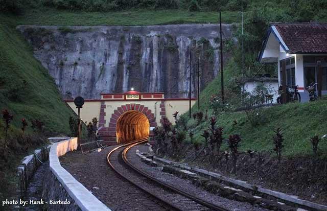 terowongan misteriurs di Indonesia