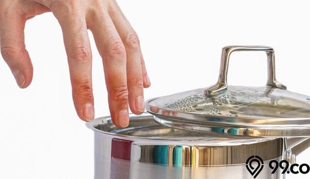 8 Pertolongan Pertama & Obat Alami saat Tersiram Air Panas. Jangan Panik, ya!