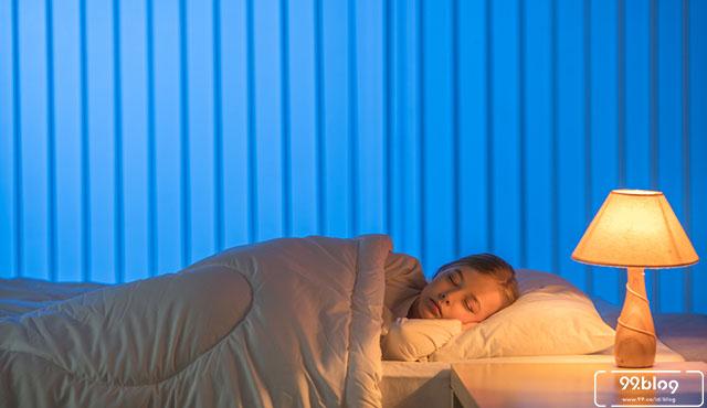 7 Bahaya Tidur dengan Lampu Menyala bagi Kesehatan | Banyak yang Belum Menyadari!