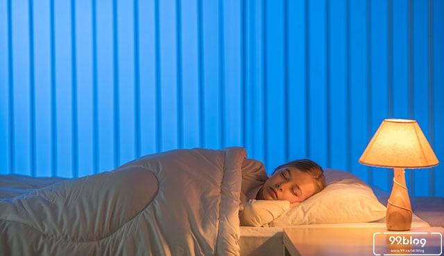 tidur dengan lampu menyala