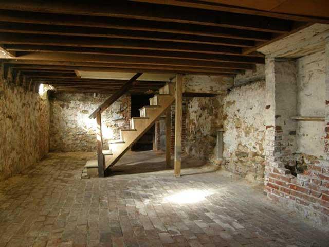 membangun ruang bawah tanah