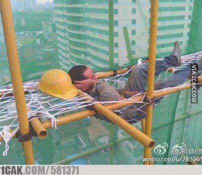 tukang bangunan tidur