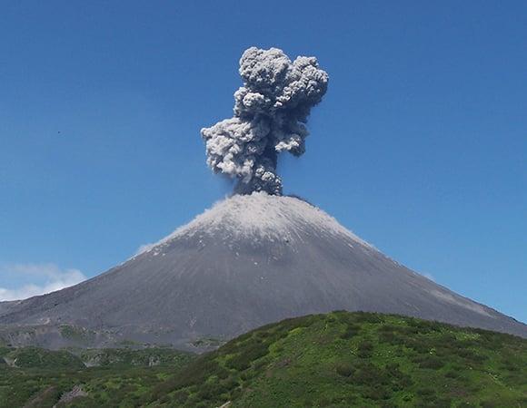 gunung meletus mengeluarkan air