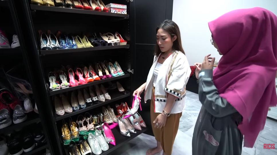 wardrobe sepatu