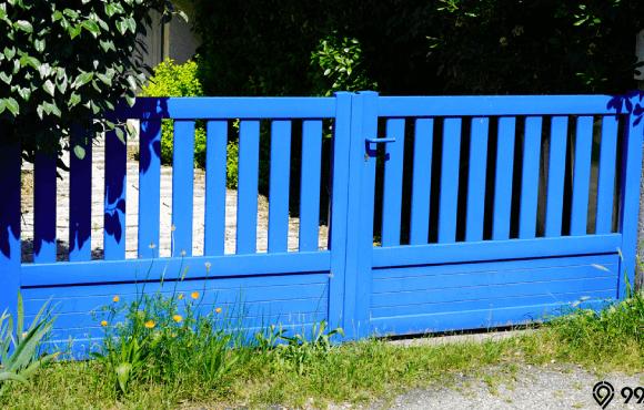 warna pagar rumah biru