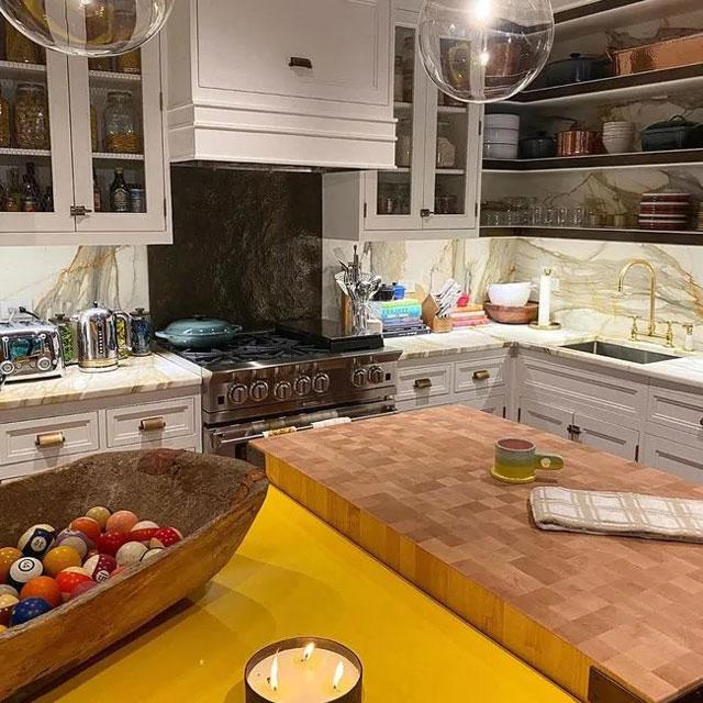 dapur dengan warna bertabrakkan