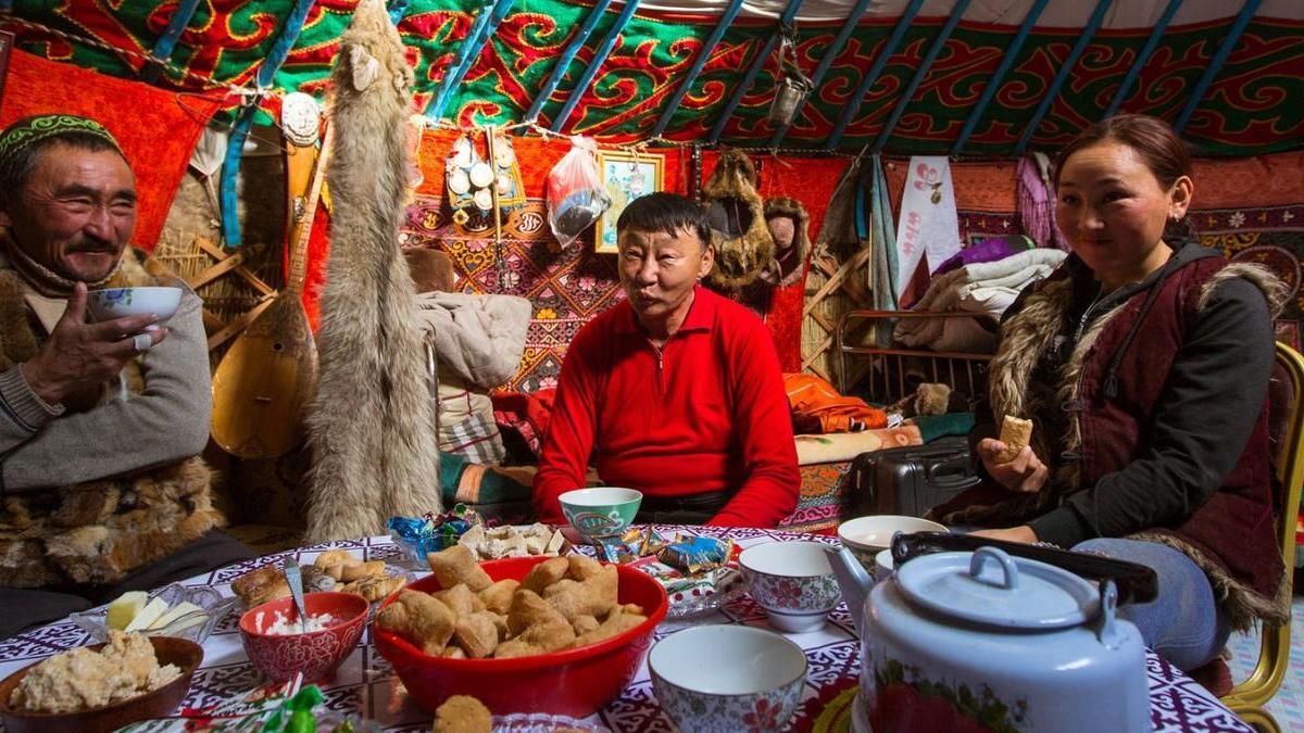 aturan makan di mongolia
