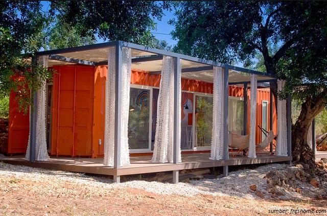 rumah kontainer warna oranye