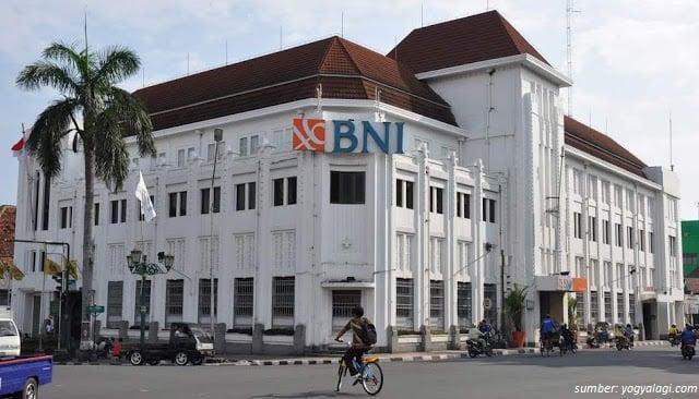 bangunan pertama indonesia