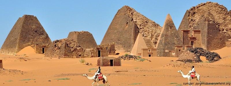 bangunan piramida