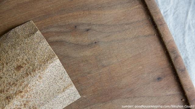 cara membersihkan talenan kayu